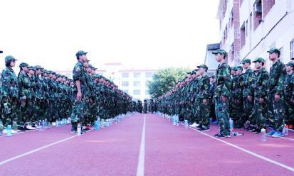 我们开训啦! 我校隆重举行2017级新生军训动员大会