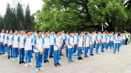 传承红色基因  弘扬民族精神——我校学生赴广州起义烈士陵园祭奠先烈